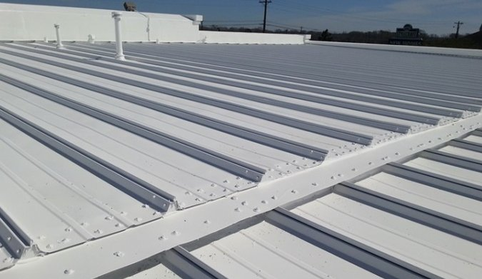 A completed white metal roof in bettendorf, IA..